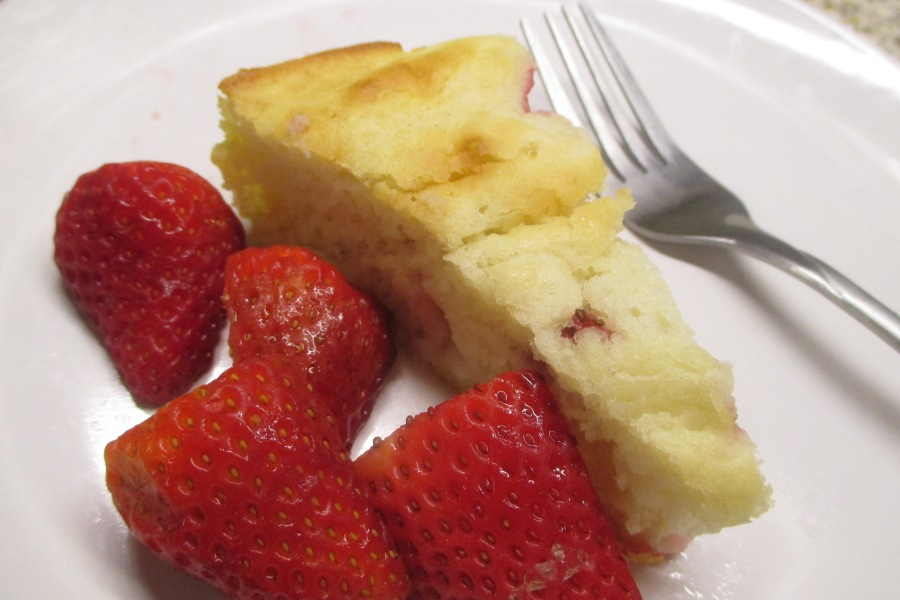 My baking experiment #137 – strawberry snack cake